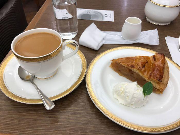 ブレンドコーヒーとアップルパイ