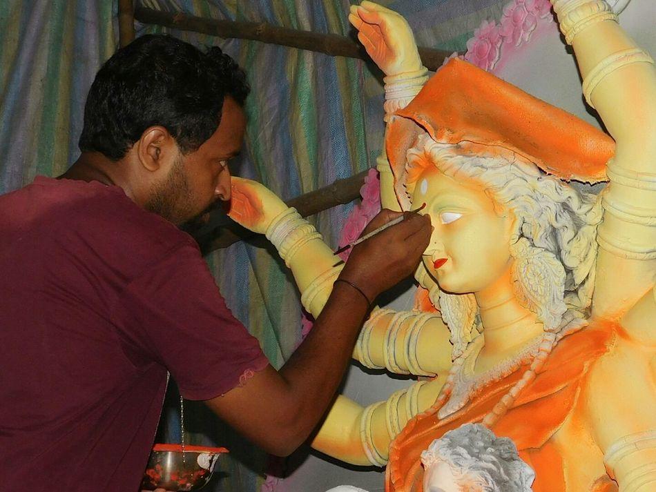TCPM Mature Adult Man Artist Artistic Eye Paint Artistic Perception Artist At Work Adult Working Hands Art Is Everywhere