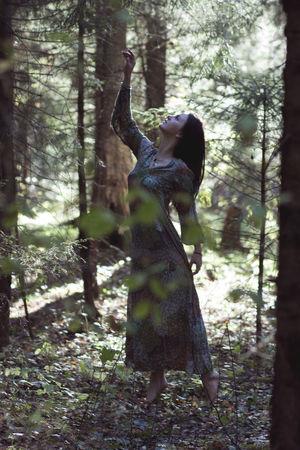 Сказочное место девушка Лес лето лучи свет сказка эльфийка