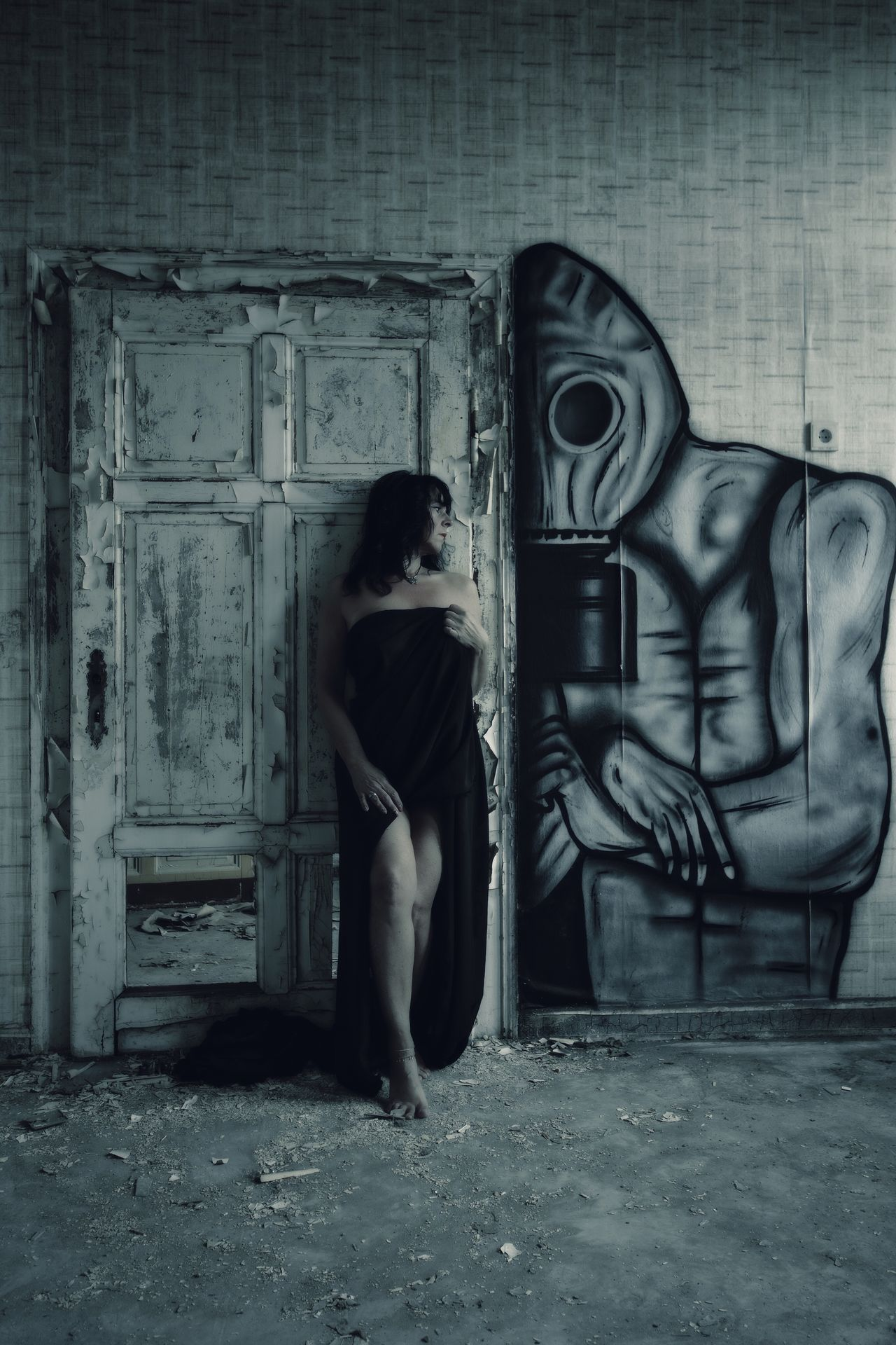 Who is afraid of the dark man Door Abandoned Spooky Urbexphotography Lostplaces Portrait Fine Art Photography Abandoned Places Beauty Of Decay Beautiful Woman Women Portraits PortraitPhotography Women Of EyeEm Woman Portrait Portrait Of A Woman Beauty Self Portrait Graffiti