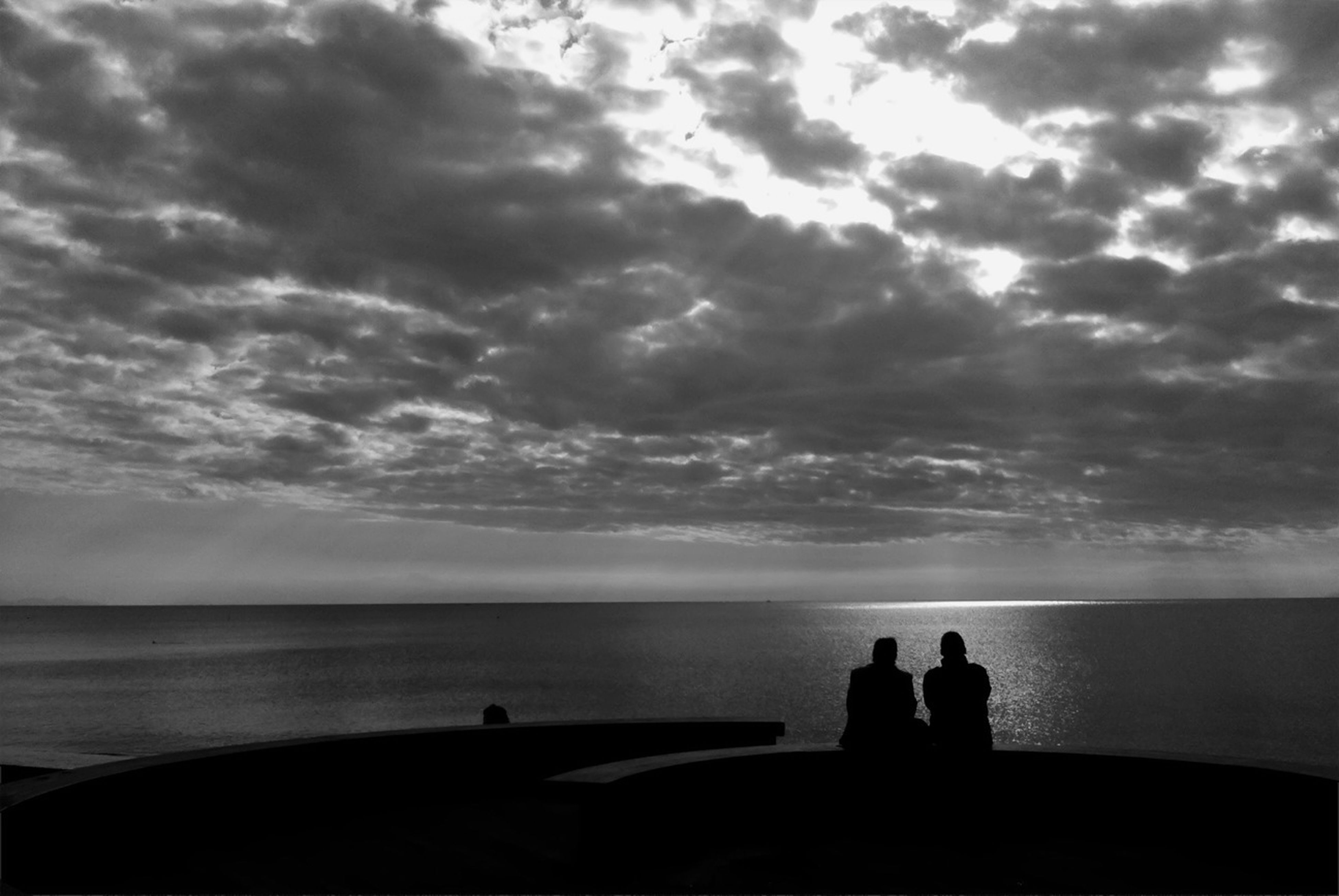 sea, horizon over water, sky, silhouette, water, cloud - sky, scenics, beauty in nature, tranquil scene, tranquility, beach, cloudy, nature, cloud, sunset, idyllic, shore, men, unrecognizable person