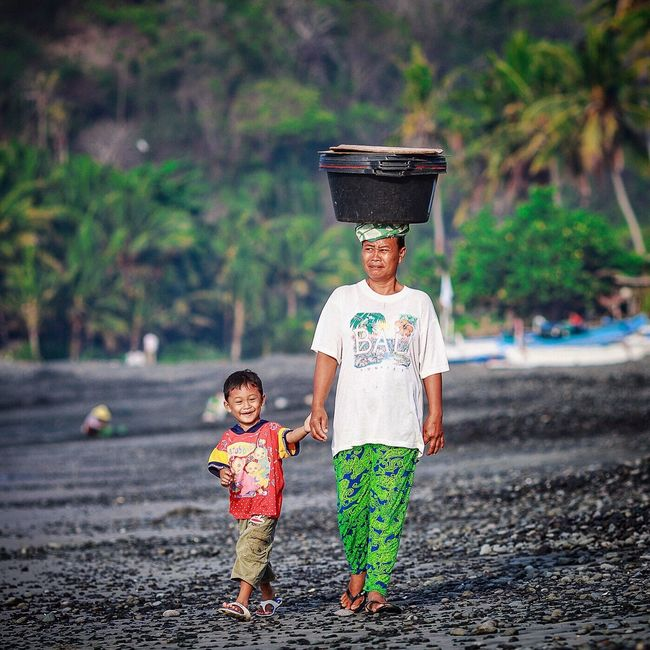 Have a balanced Friday, Dear Friends!😉✌🏻️ Bali Bali, Indonesia INDONESIA Travel Travel Beach Beach Beach Check This Out Family Mother Child Happy Happy People People Carefree Candidasa Bali Feel The Journey