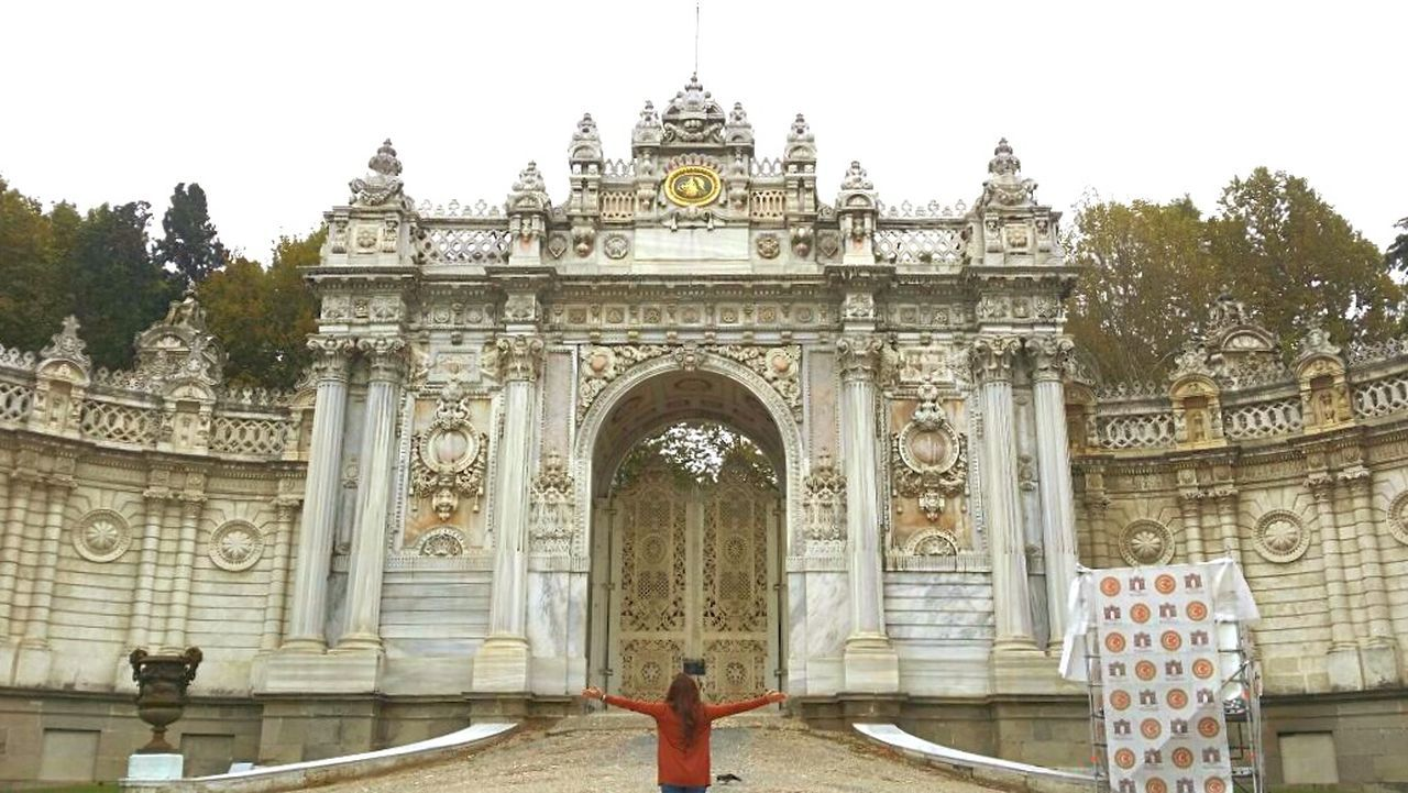 That door, the weather, the building, the nature, the architecture, poeple surrounded... everything is just amazing ❤ Wannagoback Dolmabahçe Myfutureplace Takemeback Beautiful Architecture Dreamtocometrue October2014 Picturing Individuality