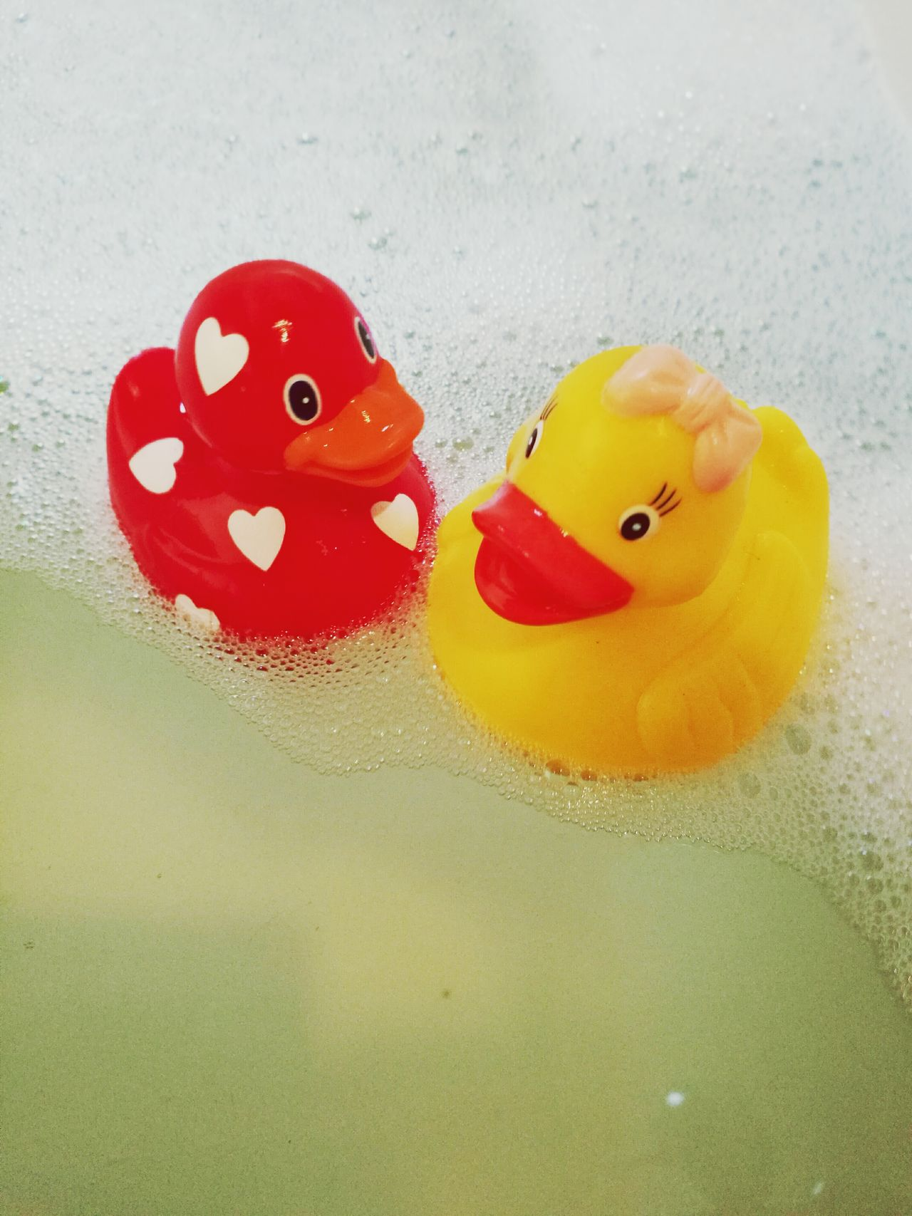 Red Close-up No People Smiling Water Day Relaxation HuaweiP9 Rubber Duck Quietscheente Lieblingsteil