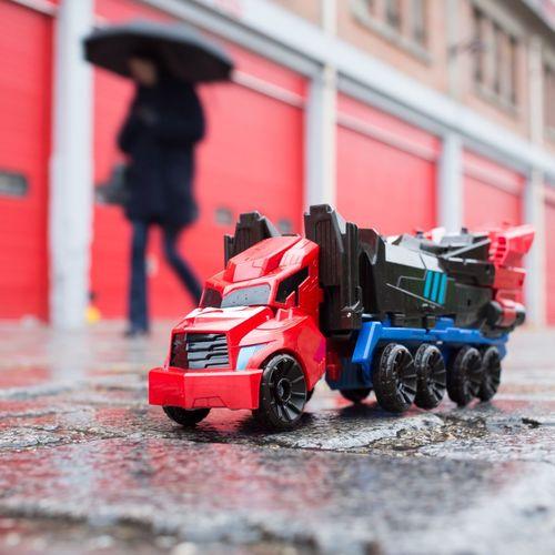 Pinpon Pinponpin dis camion ! Pouet pouet ! Dis Pompier ! Tu pues des pieds ! Rhoooo c'est fin !