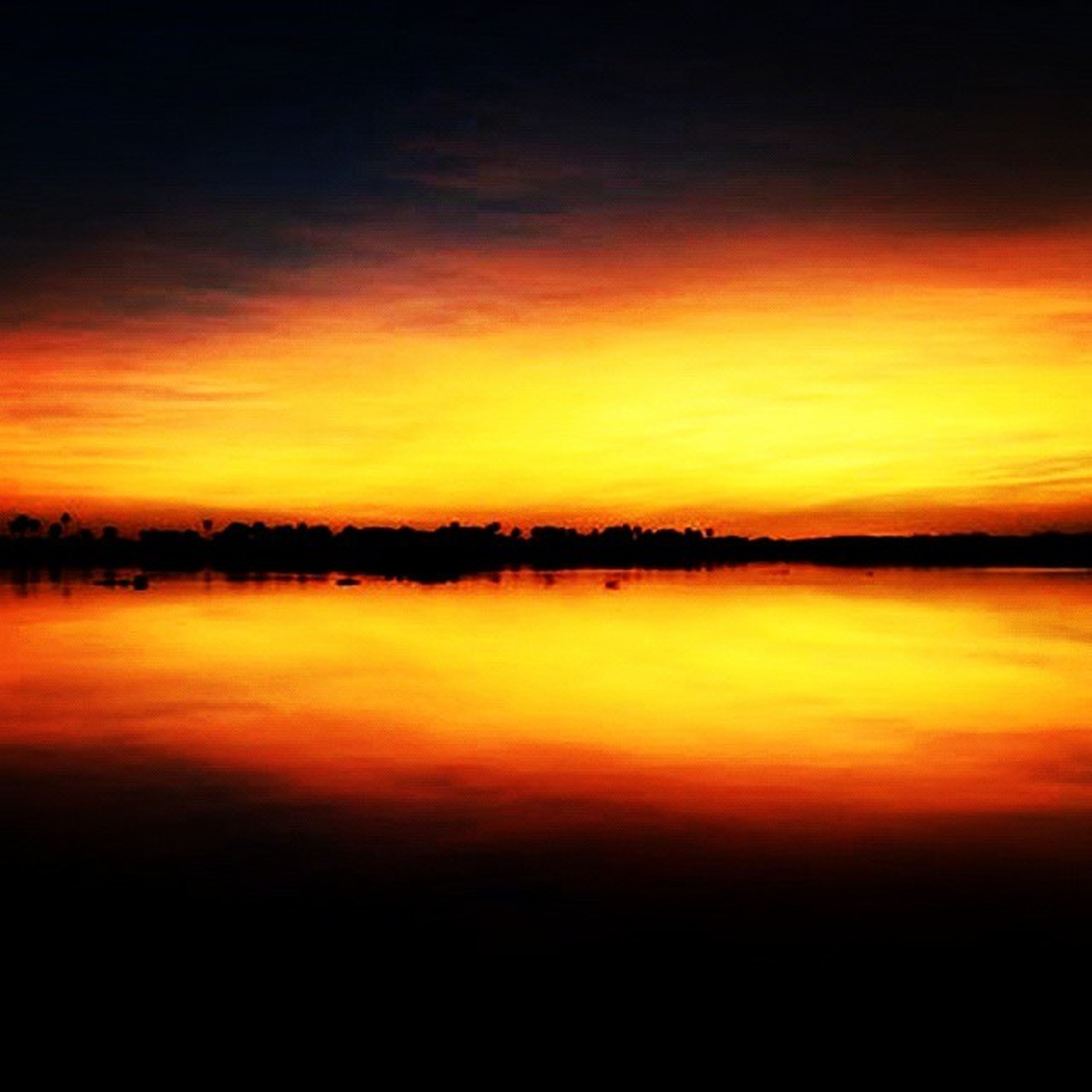 sunset, orange color, scenics, tranquil scene, tranquility, beauty in nature, sky, water, idyllic, lake, nature, cloud - sky, reflection, dramatic sky, silhouette, dusk, waterfront, calm, cloud, outdoors