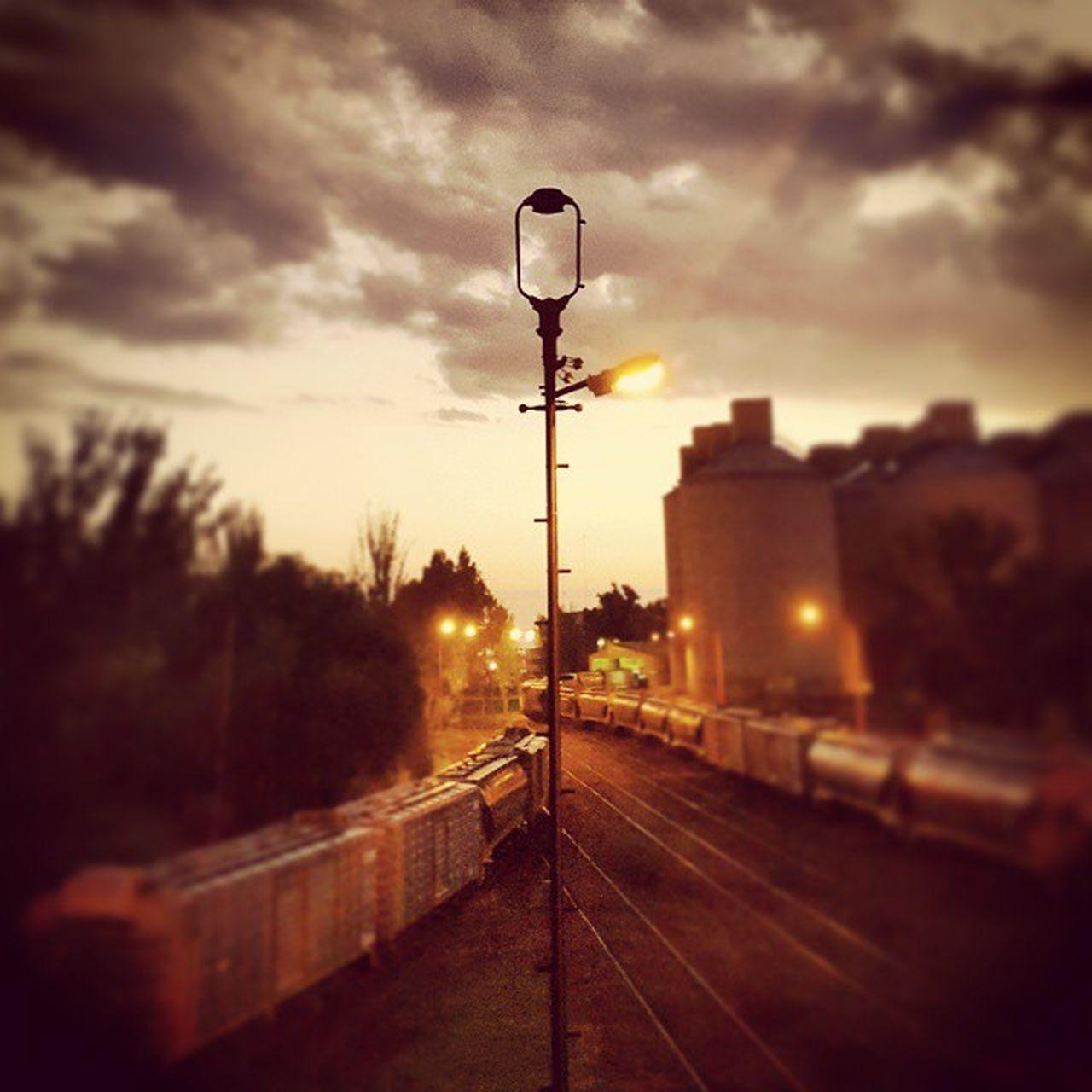 Otra de las vias del tren, desde el puente de la niña en Ingeniero White, Bahia Blanca Railway Train Puentedelaniña Tren Viasdetren Vias Anochecer Twilight Bahiablanca