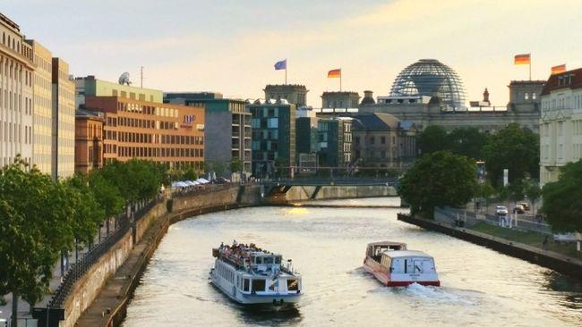 Good evening from beautiful Berlin EyeEm Best Shots Berlin My Fuckin Berlin Discover Your City I ❤ BERLIN