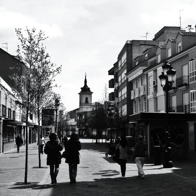 AMPt - Shoot or Die at Calle de la Plaza, Fuenlabrada by Miguel Cano
