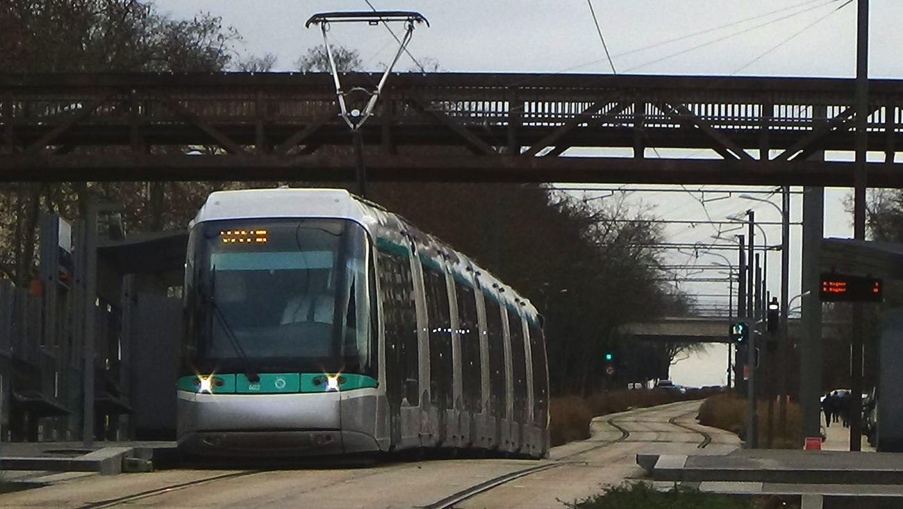 Le tramway translohr de la ligne T6 du tramway de Paris. Ratp Tramway Translohr Stif Paris Spot Photo Trains Passion Sncf #sncf #ratp #metro #tramway #paris