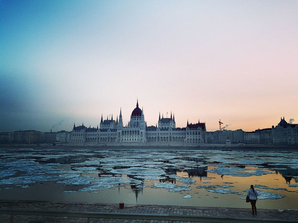 Parlament Budapest Budapeste Hungary Hungria Gold Parliament Danube Winter Icefloats Ice Sunset City Sky Urban Skyline Nature Architecture View