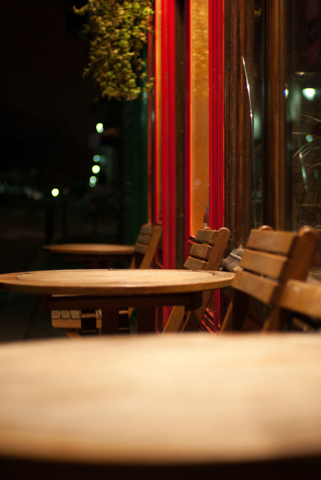 Bokeh Cafe Dinner Dinner With Friends France Illuminated Night Lights Paris Paris By Night Paris Je T'aime Paris ❤ Red Restaurant Selective Focus Sit Down And Relax Surface Level Table Tables Tables And Chairs Tranquil Scene Tranquility Welcome Wood Wood - Material