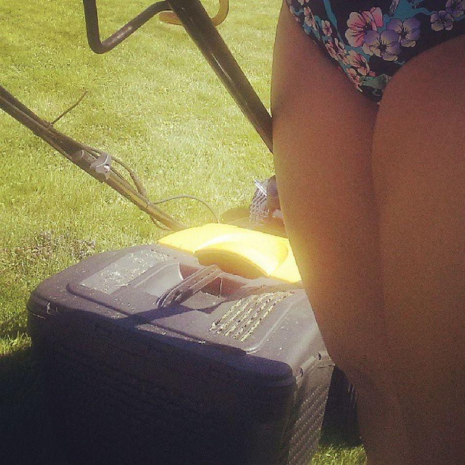 Perfekt söndagsnöje Klippagräs Bikini Brännaihjälsig