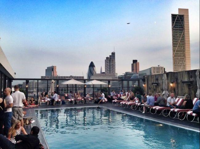 London Lifestyle Sohohouse LONDON❤ SummerinLondon Rooftop Poolparty