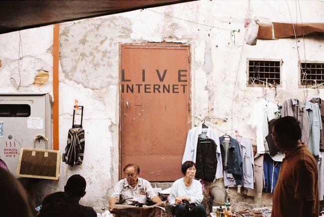 Live internet 35mm Film Leicacamera Leica M6 Analog Film Filmphotography Filmisnotdead Believeinfilm Keepfilmalive Ishootfilm Streetphotography Kodakfilm