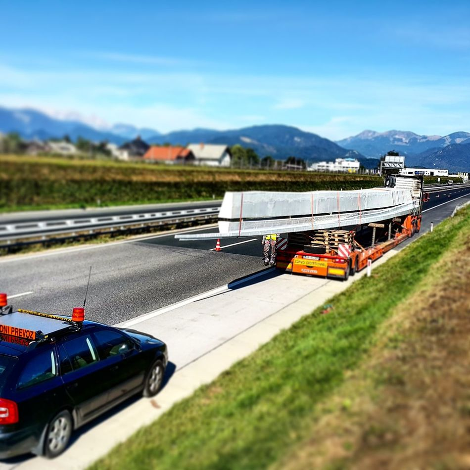 Work Convoi Exceptionel Schwertransport Izredbiprevoz Road