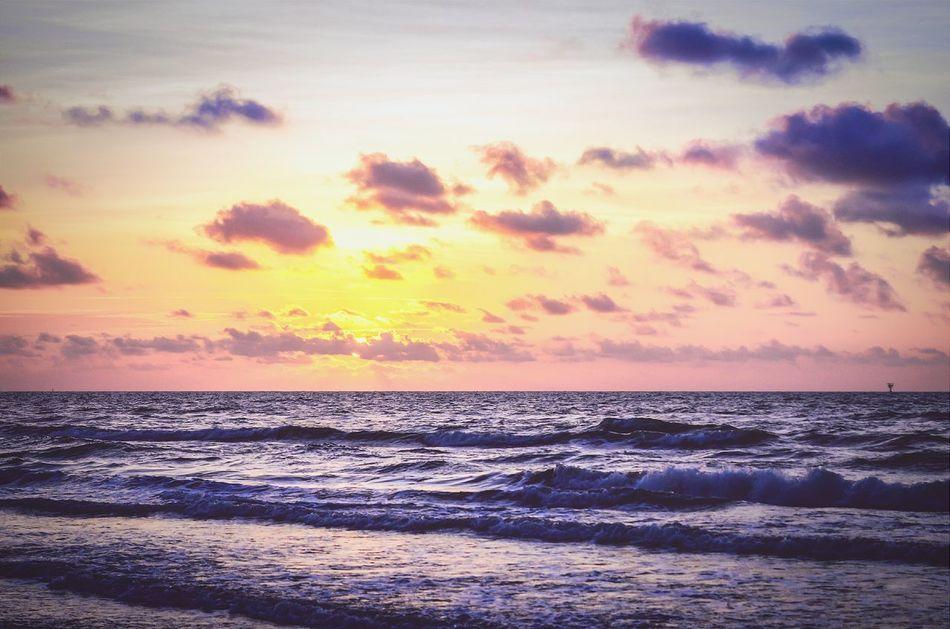 Glitch sunrise on the beach.. Relaxing Sunrise_Collection Sunrise_sunsets_aroundworld EyeEm Best Shots - Sunsets + Sunrise Waves Crashing Texas Corpus Christi