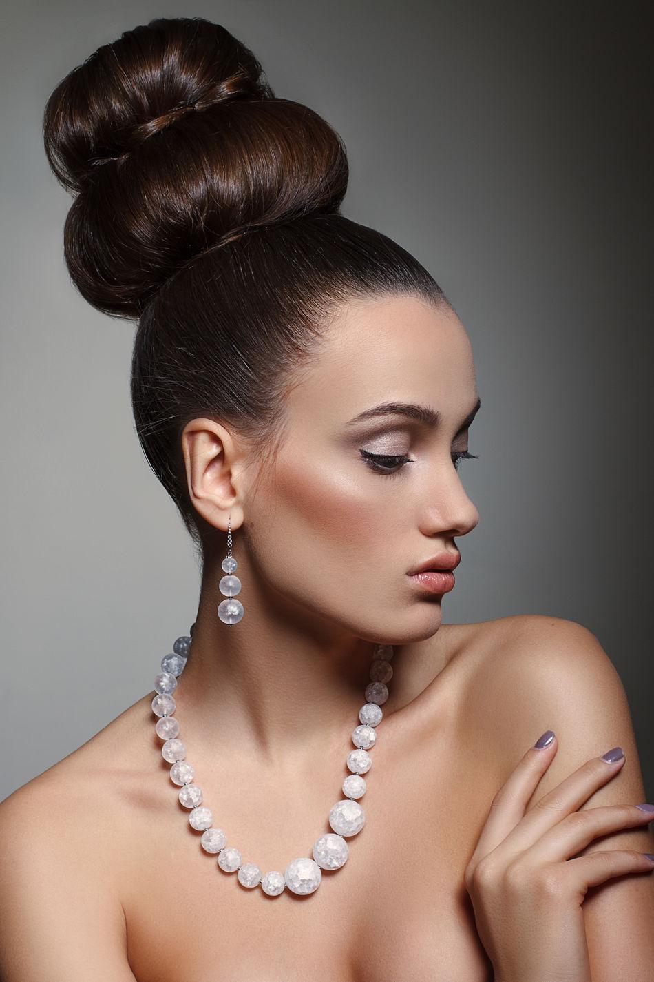 Beautiful stock photos of lippen, 20-24 Years, Beautiful Woman, Brown Hair, Close-Up