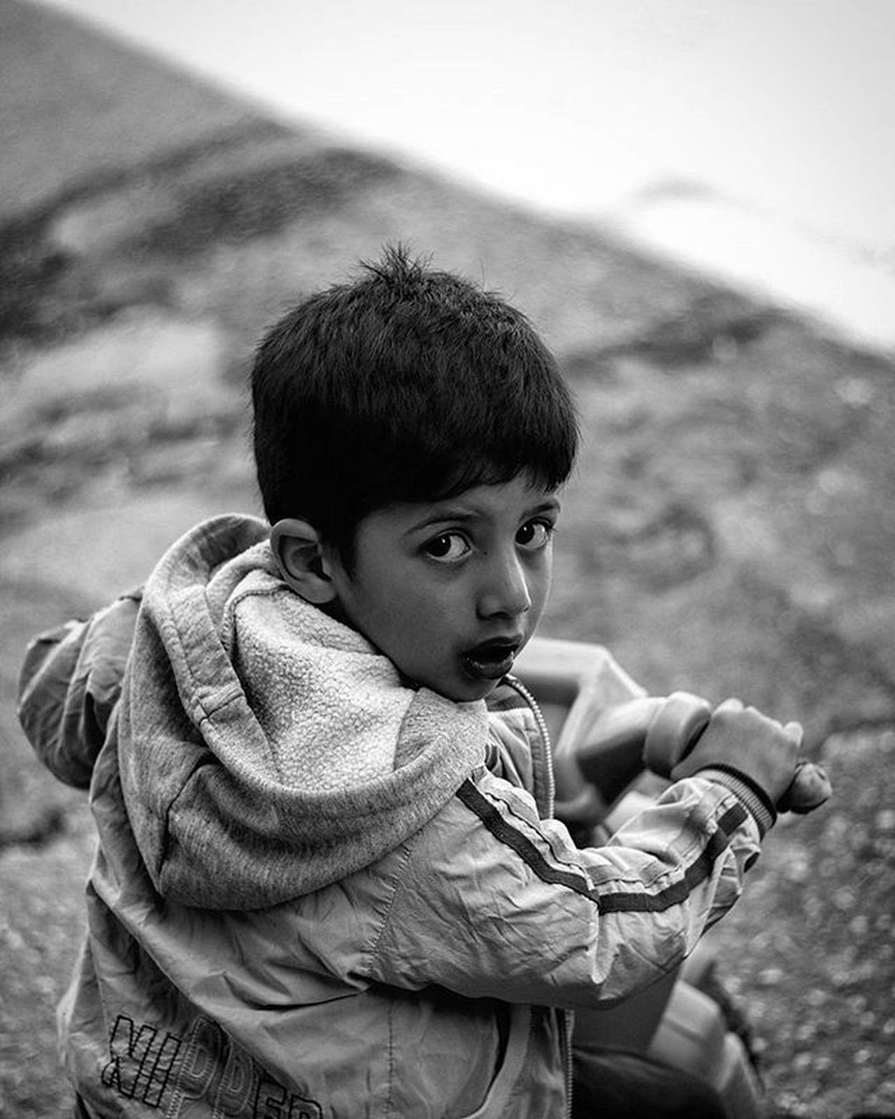 Nisan 2016 çocuk Childhood Children Cocuksokaktabuyur Bwphotography MonochromePhotography Monochromatic Blackandwhitephoto Siyahbeyazfoto Photohobycanokkali Photographercanokkali Canon70d Canonphotography Canon Photooftheday