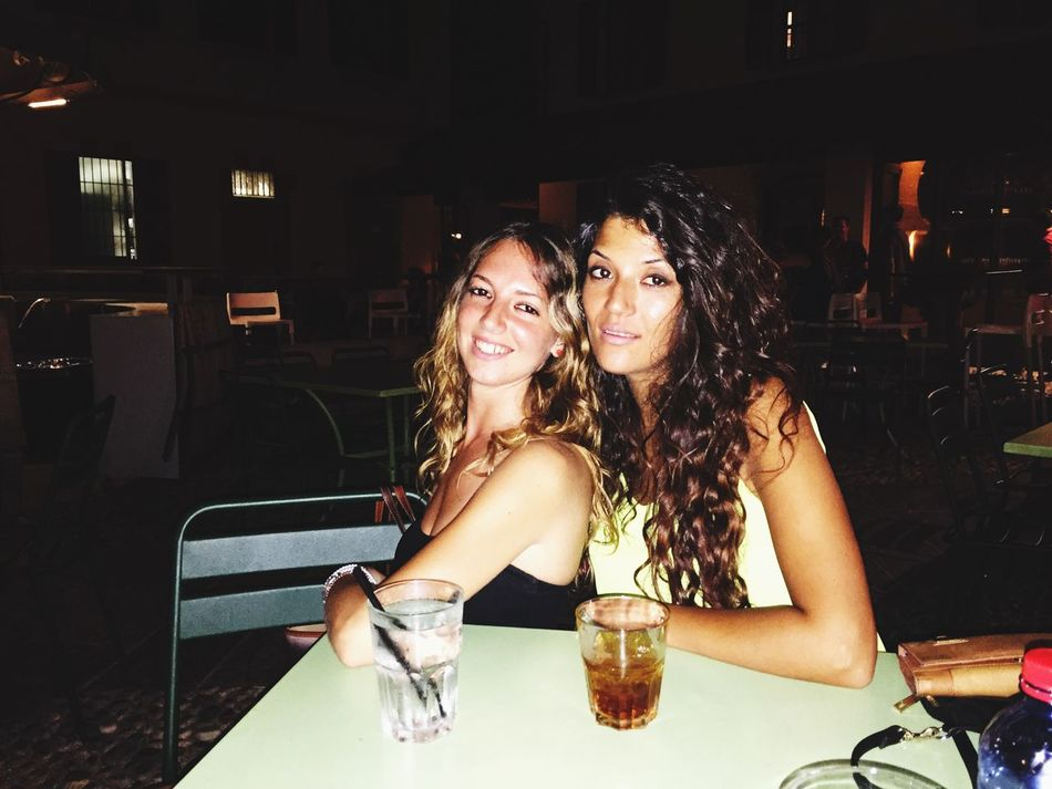La sorellanza Sisters Nightout Blonde Brunette Drinking Drunk Nights Nice Atmosphere
