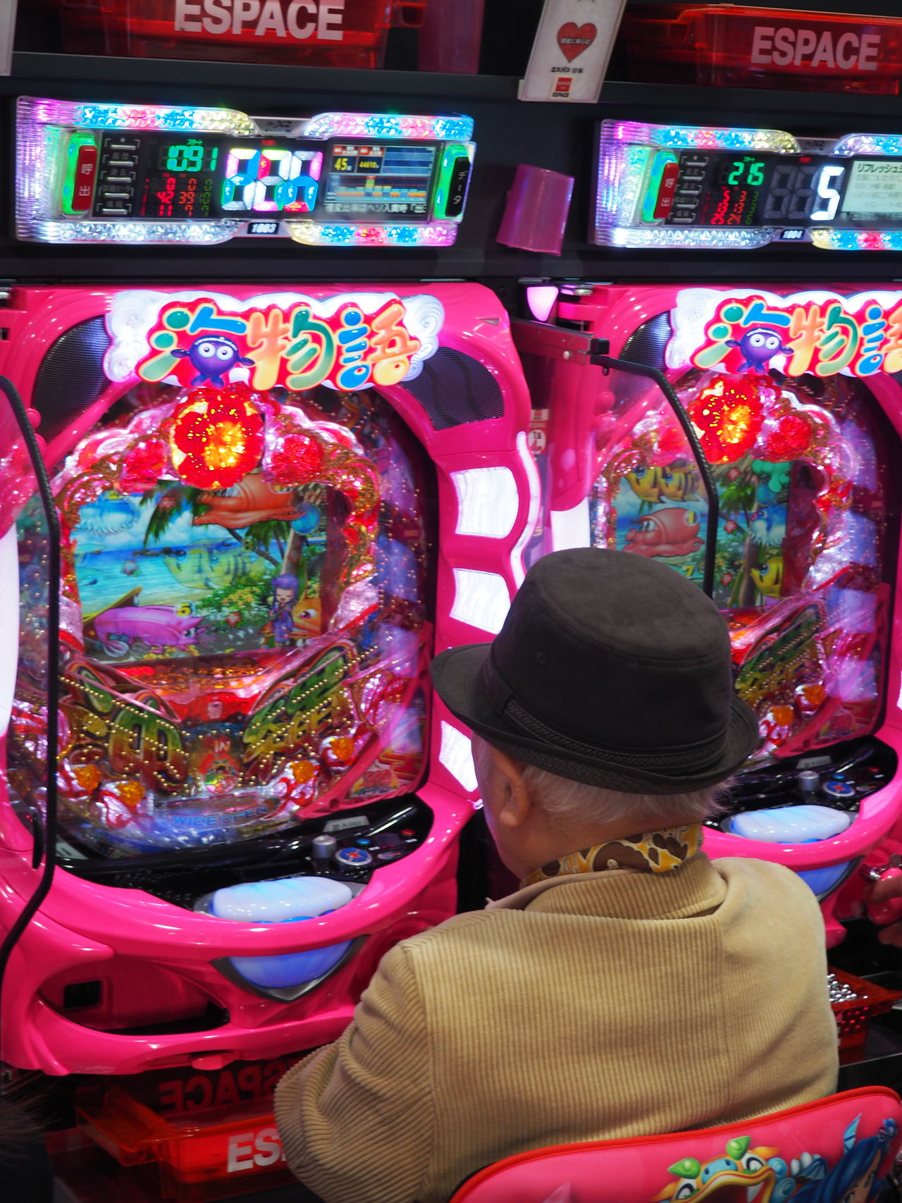 Elderly Hat Hoping  Man With Hat Multi Colored One Man Only One Person Pachinko Pachinko In Japan Patchen People Pink Color Playing Games Purple Real People Retired Retirement Senior Men Vibrant Color Winning