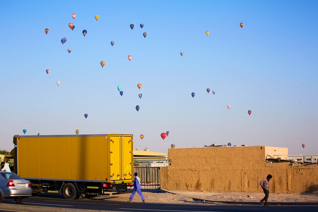 Balloons Dubai Dubai❤ DXB Hot Air Balloon Street Streetphotography The Street Photographer - 2017 EyeEm Awards Hot Air Balloons Sky Street Photography