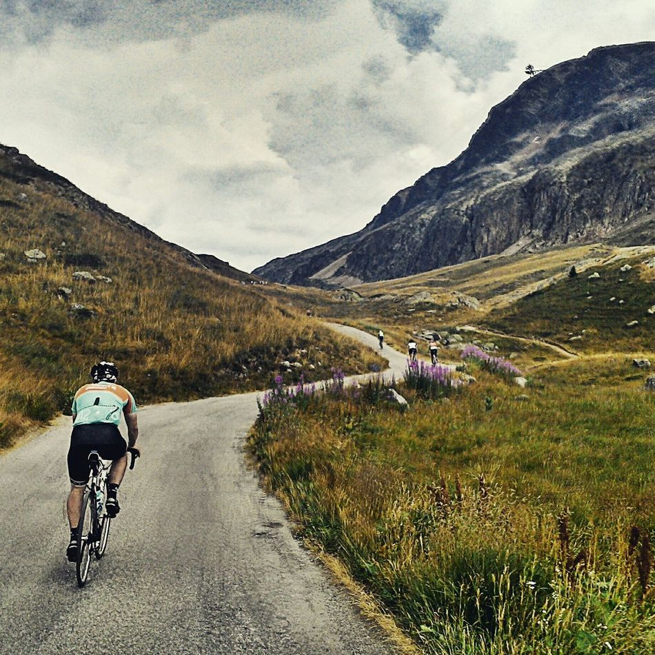 Alpes Cycling Cyclist Cyclists Alpedhuez Mountains Mountainsarecalling Themountainsarecalling Roadslikethese Mountains And Sky France My Best Photo 2015 The Great Outdoors - 2016 EyeEm Awards Cyclists In Landscape My Favorite Photo On The Way Adventure Club The Color Of Sport Cyclingphoto Cyclephotography Hilltop Freedoom  Outdoors Sky Men
