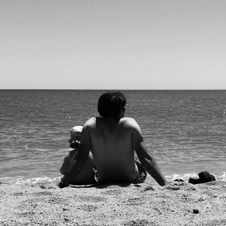 Dolce far niente EE_Daily: Black And White Eye4black&white  Blackandwhite Blackandwhite Photography EyeEm Best Shots - Black + White Bw_collection Beachphotography Modern Father Popular Photos Snapshots Of Life