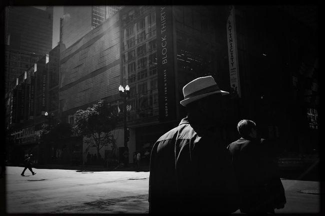 Urban light. Shootermag_usa Photojournalism EyeEm Best Shots Eye4photography  Photo Of The Day Streetphotography Hat Chicago