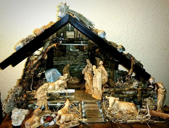 Christmas Around The World - wood carved Nativity Scene Christmas Decorations Handmade Wood Carving Traditions Weihnachtskrippe Taking Photos Tadaa Festive Season