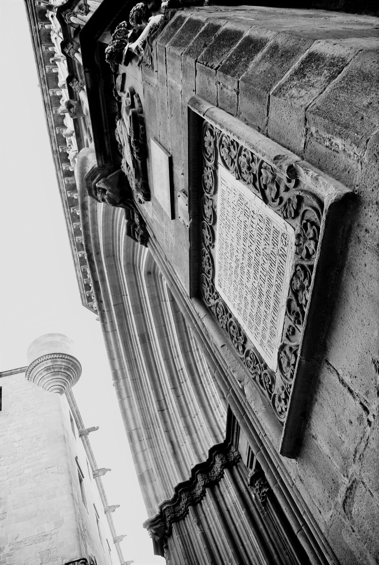 Barcelona Black And White Bnw_collection Bnw EyeEm Gallery Eye4photography  EyeEm Bnw Blackandwhite Blackandwhite Photography Eye4black&white  Blancoynegro Low Angle View