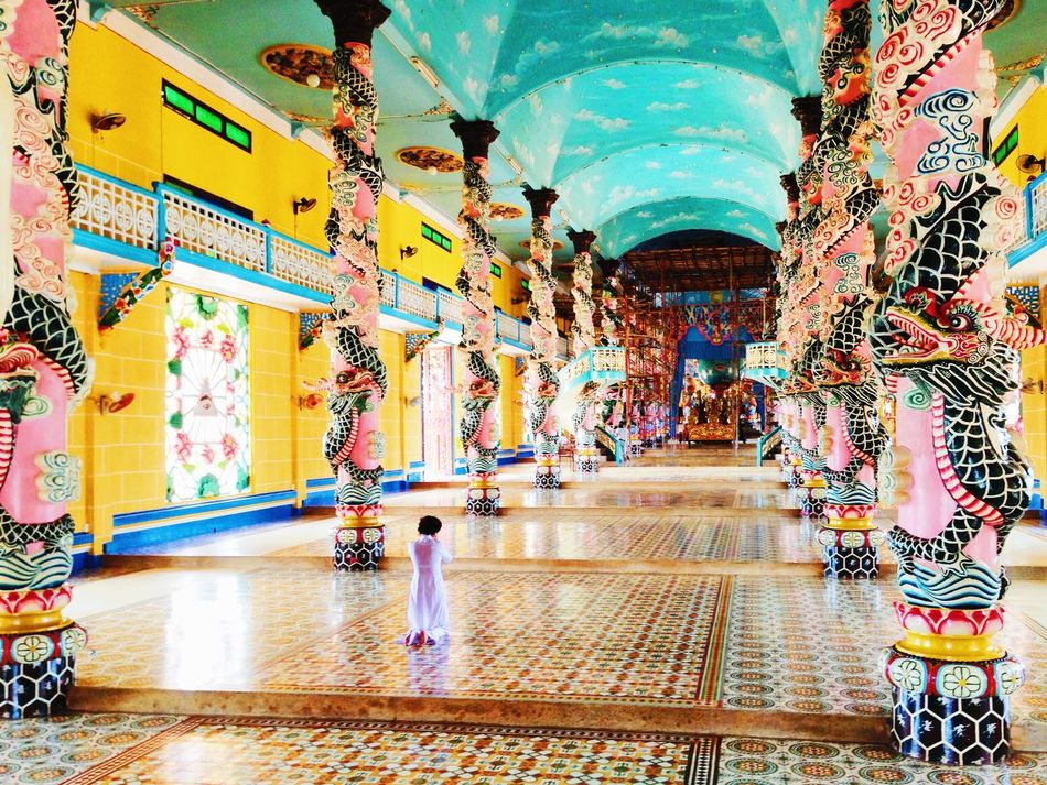 [ Contemplation ] One of the most beautiful temple I've ever visit in my life. Splendid vivid colors to echo the Faith. The Human Condition Authentic Moments Contemplation Vscocam Amazing Architecture Neighborhood Map The Photojournalist - 2017 EyeEm Awards