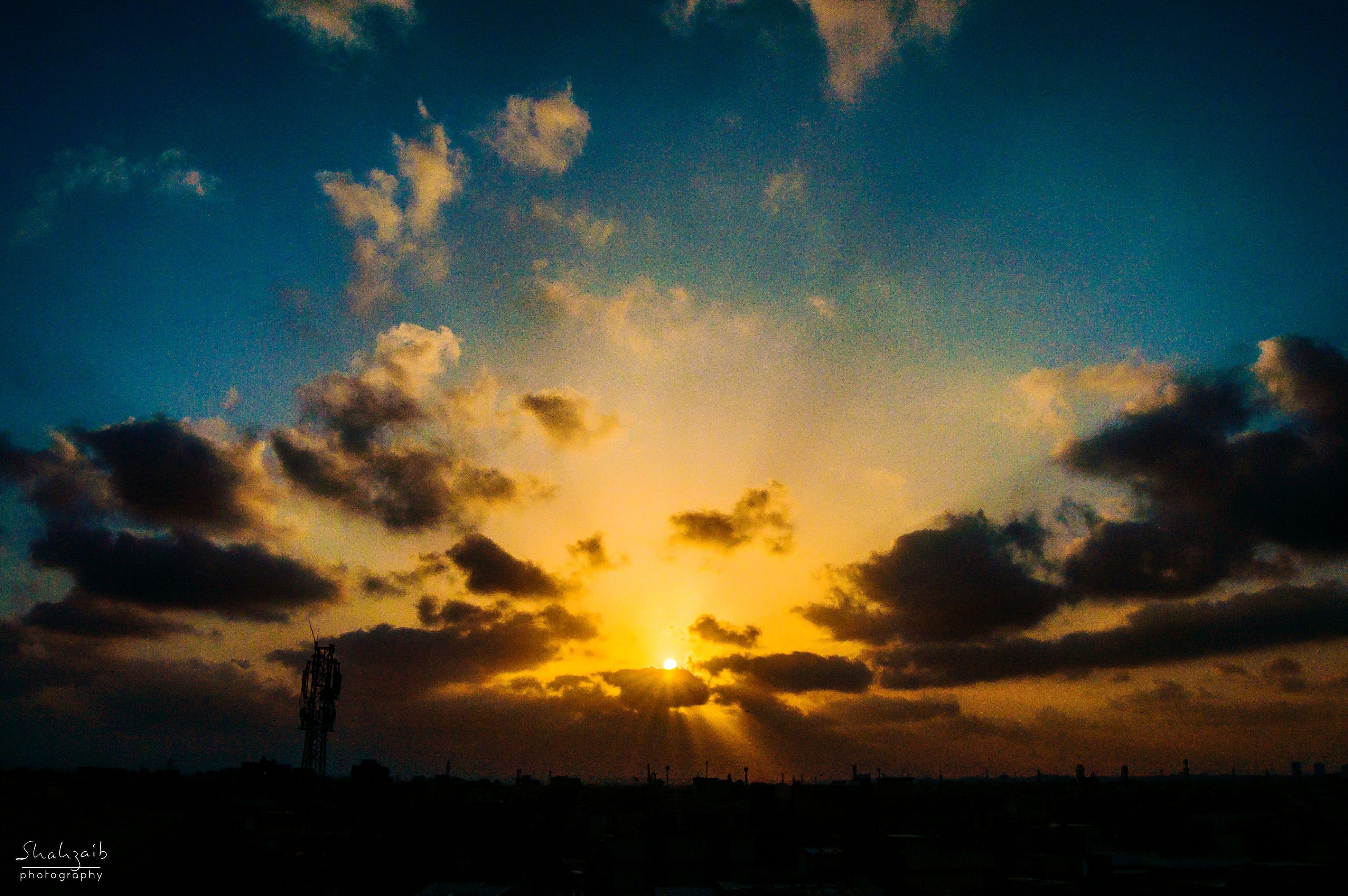 sunset, silhouette, sky, scenics, beauty in nature, tranquil scene, cloud - sky, tranquility, orange color, sun, landscape, nature, idyllic, cloud, dramatic sky, sunlight, field, outdoors, moody sky, sunbeam