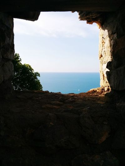 Persi nell'oltre Looking To The Other Side Sea Enjoying The View Sicily Deep Blue Looking Through The Window New Horizons Sailboat Seascape