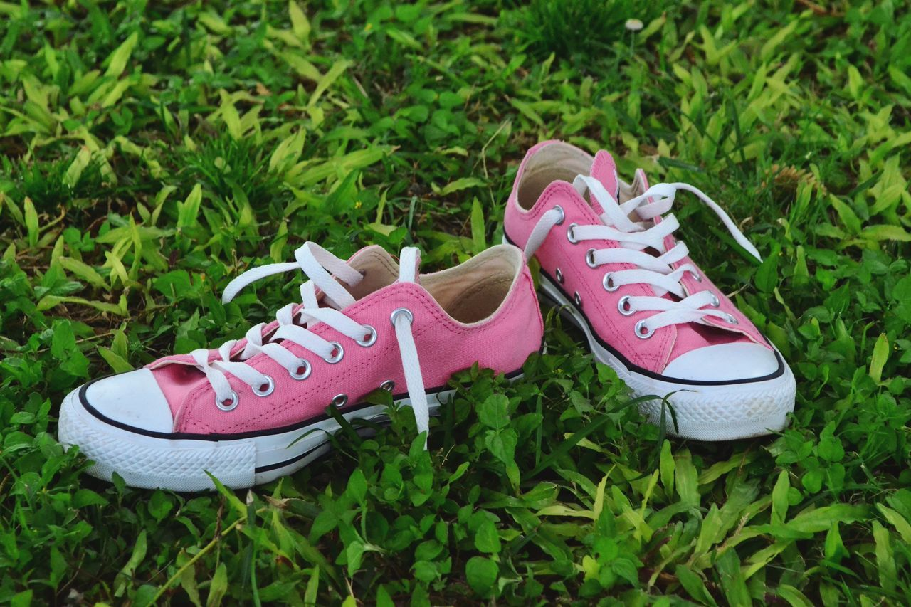 Pink Color Shoe Pair Grass Growth Flip-flop Green Color Outdoors No People Canvas Shoe Day Close-up Fresh Streetstyle Chilling Chill Mode Hawaii Barefoot Green Grass HiLife Aloha Friday Nature Shoes Nopeople Freedom