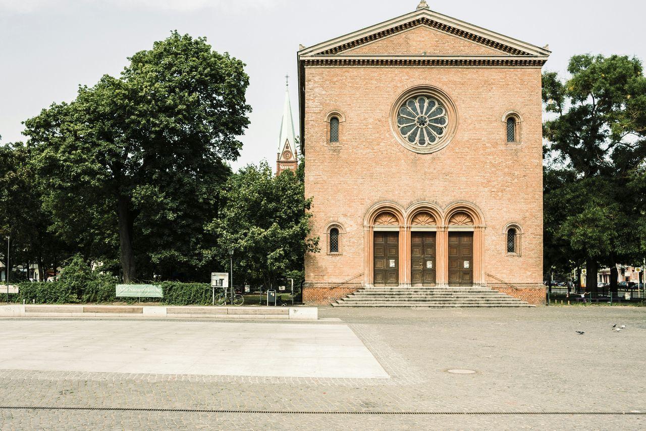 Der Leo kann so mediterran wirken Old Nazareth Church Leo Leopoldplatz Berlin Wedding Onsunday Summer Mediterranean