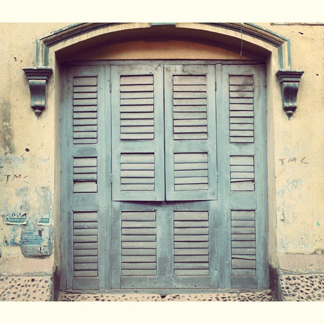 Time for some windows..shot during KolkataInstameet Theme Doors, locks and Windows of Calcutta. Wwim11 Wwimkol11 Kolinstameet Windows Symmetry Calcuttacacophony Calcuttalanes Streetphotogrphy Streetsofkolkata _soi Whywealllovecalcutta India_gram Igramming_india Oyeitsindia Instagram