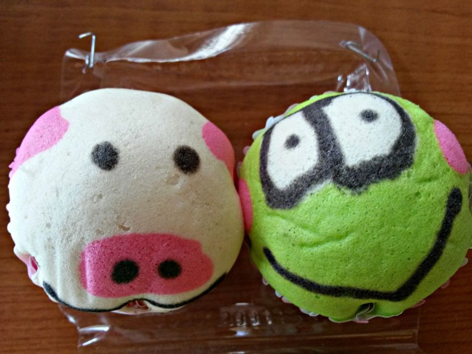Taking Photos Check This Out Piggy and Froggy