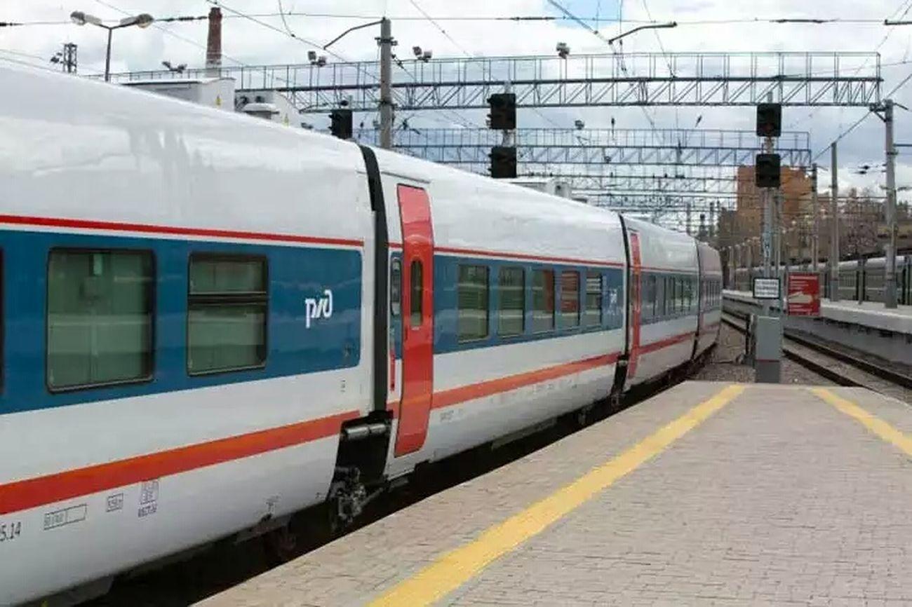 Фото поезда Поезд Стриж Москва Курский вокзал Railwaystation Kursky Railway Taking Photos Архив2015ОК_