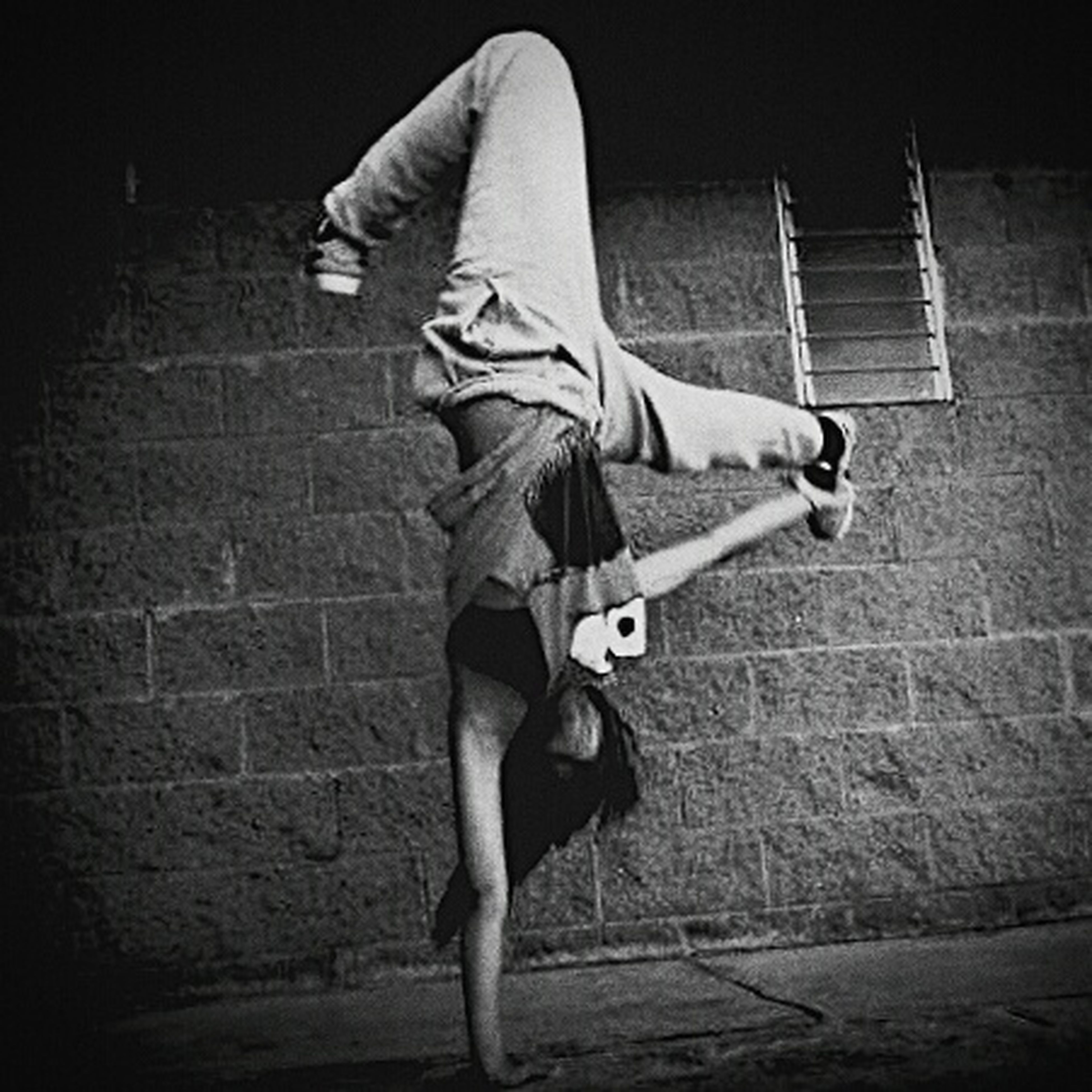 full length, lifestyles, casual clothing, leisure activity, men, skill, side view, rear view, standing, holding, night, young adult, street, front view, skateboard, performance, person, built structure