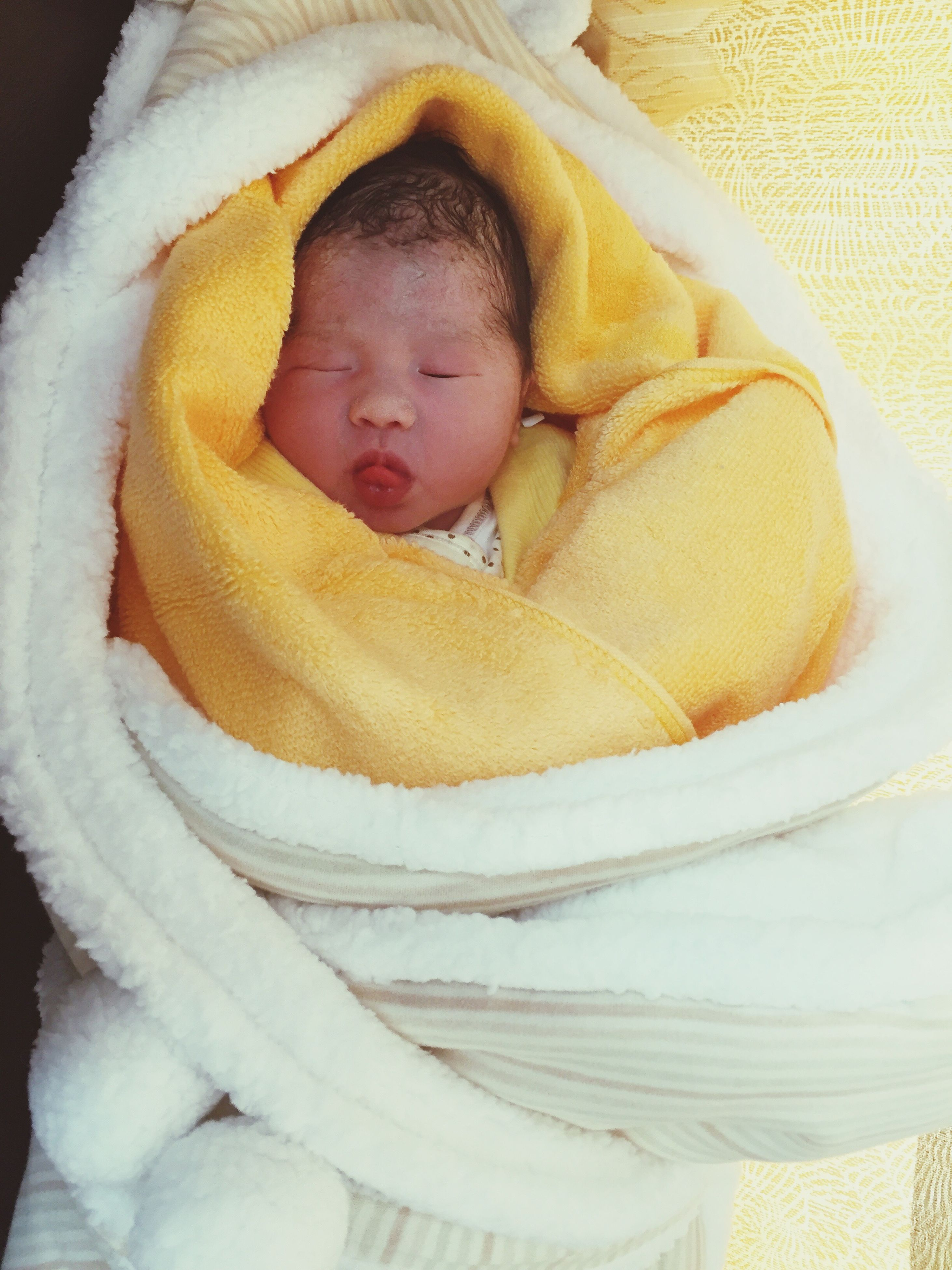 sleeping, real people, wrapped in a blanket, lying down, babyhood, one person, baby, newborn, close-up, indoors, day, people