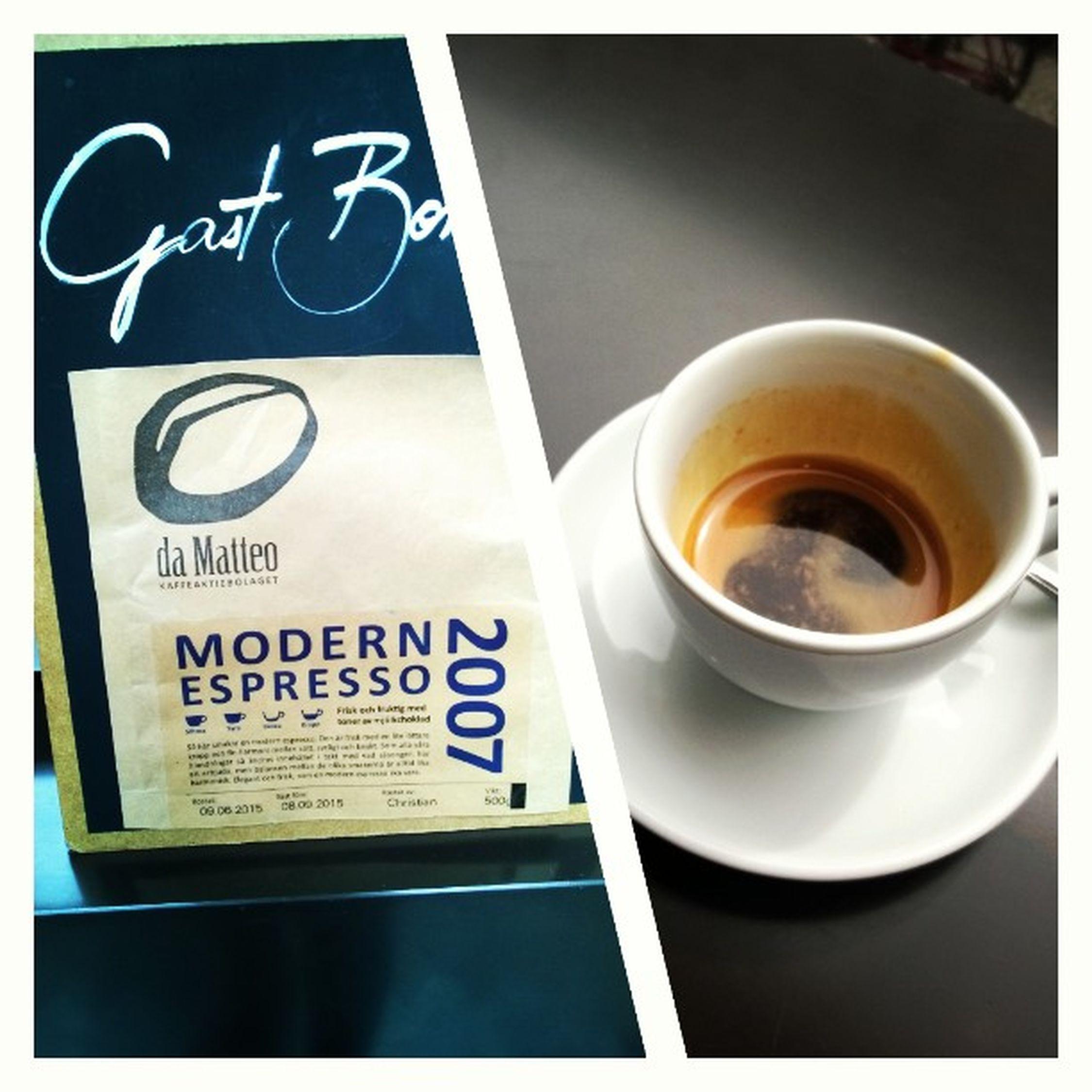 Auf Empfehlung des Barista hab ich die Gastbohne im @cafeneun ganz pur als Espresso probiert. Wow! Wenn ihr diese Woche in der Nähe seid, unbedingt probieren! So eine fruchtige intensive Säure hatte ich noch nie in der Tasse. 🍵❤