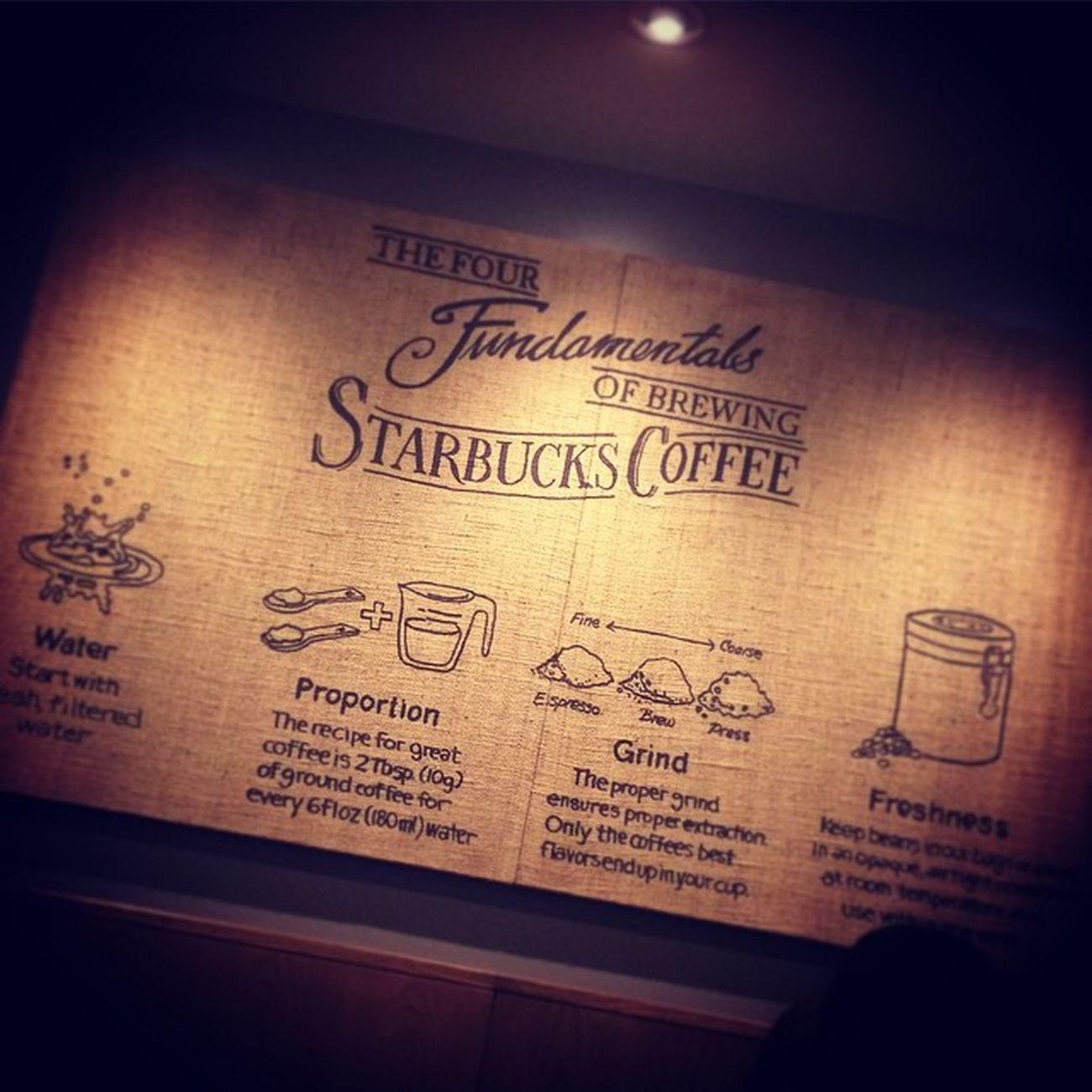 2015.05.26 . . 着実に進んでいる改装… このボード可愛い😆 コーヒー豆の麻袋でできてるの✨ . . 相方さんから 《どっちから見るか解る?》って 聞かれて、見事に間違えましたw ↑やっぱり、ダメっ子でしたとさ😝 . . Miillains Miillainsはスタバっ子w Starbucks Starbuckscoffee スタバ ホムスタ 改装中 メインボード 慣れないので違和感のある店内