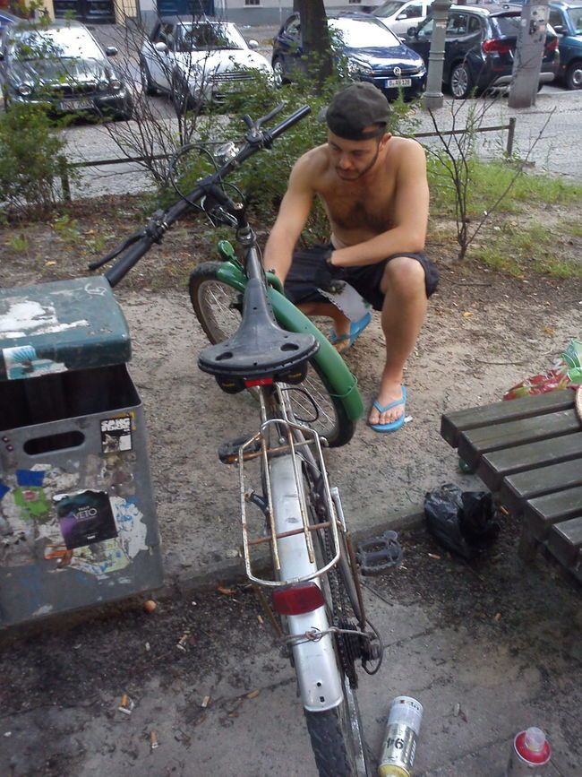 Berlin Berlin Roots Bicycle Enjoyment Freelance Life Full Length Leisure Activity Lifestyles Mode Of Transport My Fuckin Berlin Occupation Painting Person Real People Stationary Street Street Life Working Outside Celebrate Your Ride