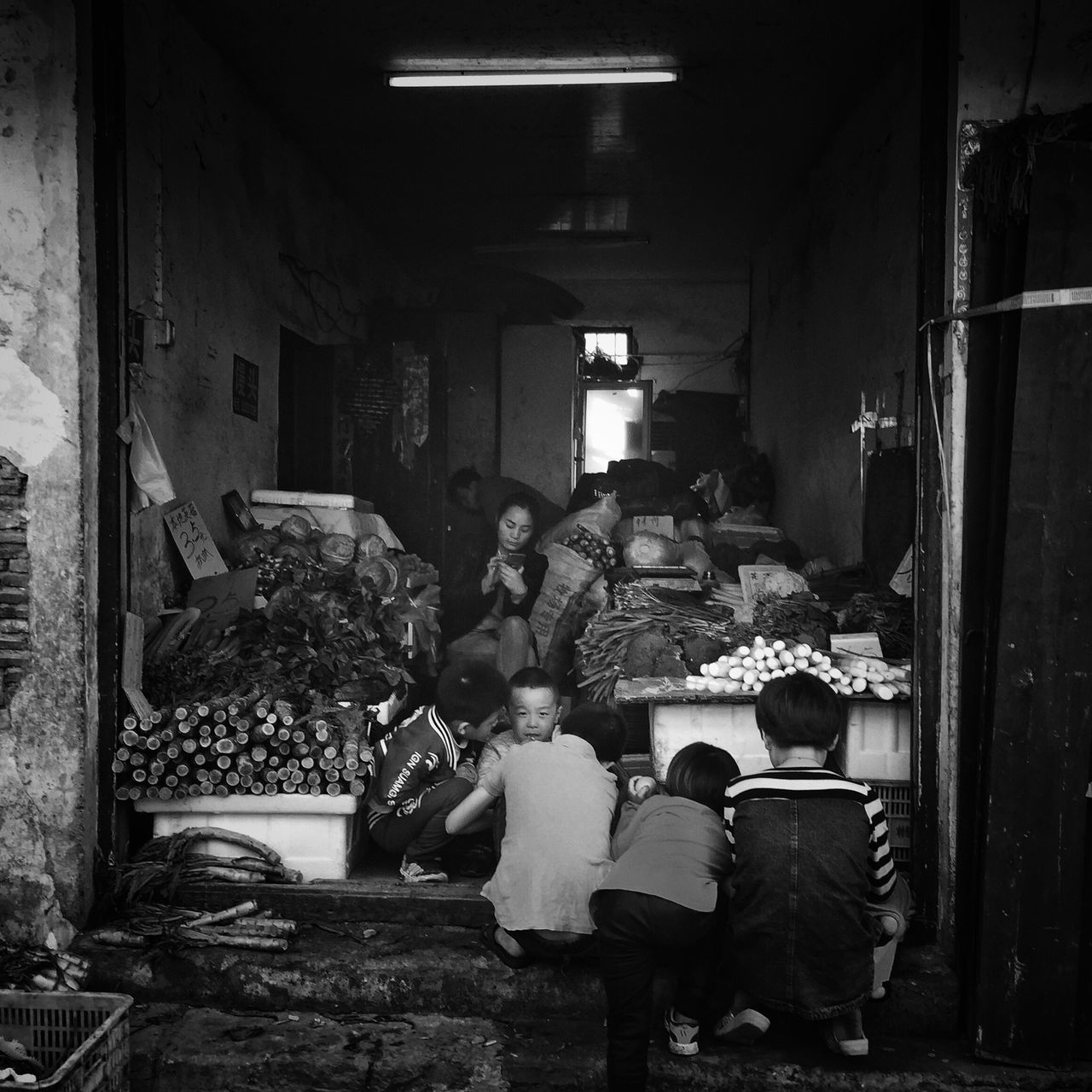Real People Sitting Lifestyles Large Group Of People Crowd Daily Life Still Life Taking Photos My Black & White Photography EyeEm Taiwan Bnw Street Photography Street Photo Blackandwhite Eye4photography  Childhood Children Kids EyeEm Gallery Togetherness Happy