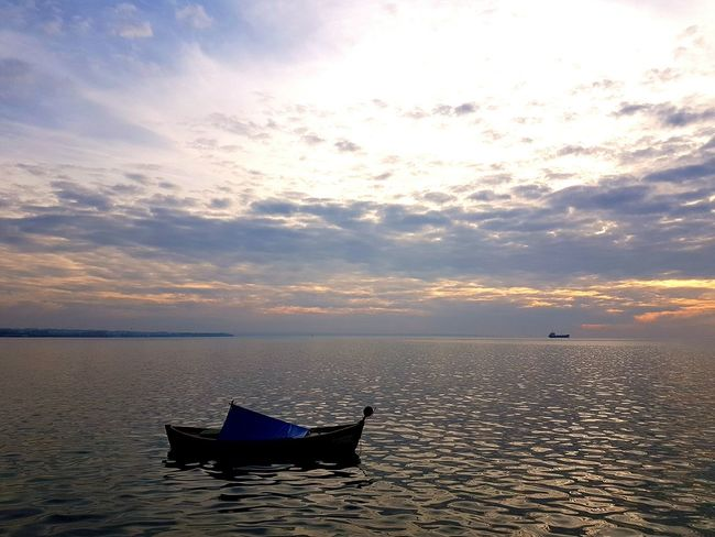 A day without the sea is a day gone missing!! Seaside Gorgeous ♥ Sunset Cloud - Sky Tranquil Scene Landscape Horizon Over Water Amazing View Autumn Colors All In One  My Year My View Celebrating Life 🎈👻 My Year My View