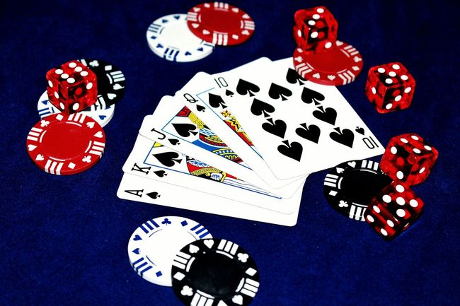 Cards Poker Poker Game Poker Chips Pokerchips Royal Flush Poker Table Macro Canon Eos Rebel SL1 No People Dice Red Dice Gambling Casino Spades Card Hand All In