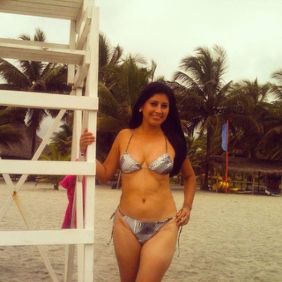 ?Vacaciones PlayaSolArena Disfrutando  MorenaLuna Bikini?SoloSeViveUnaVez?