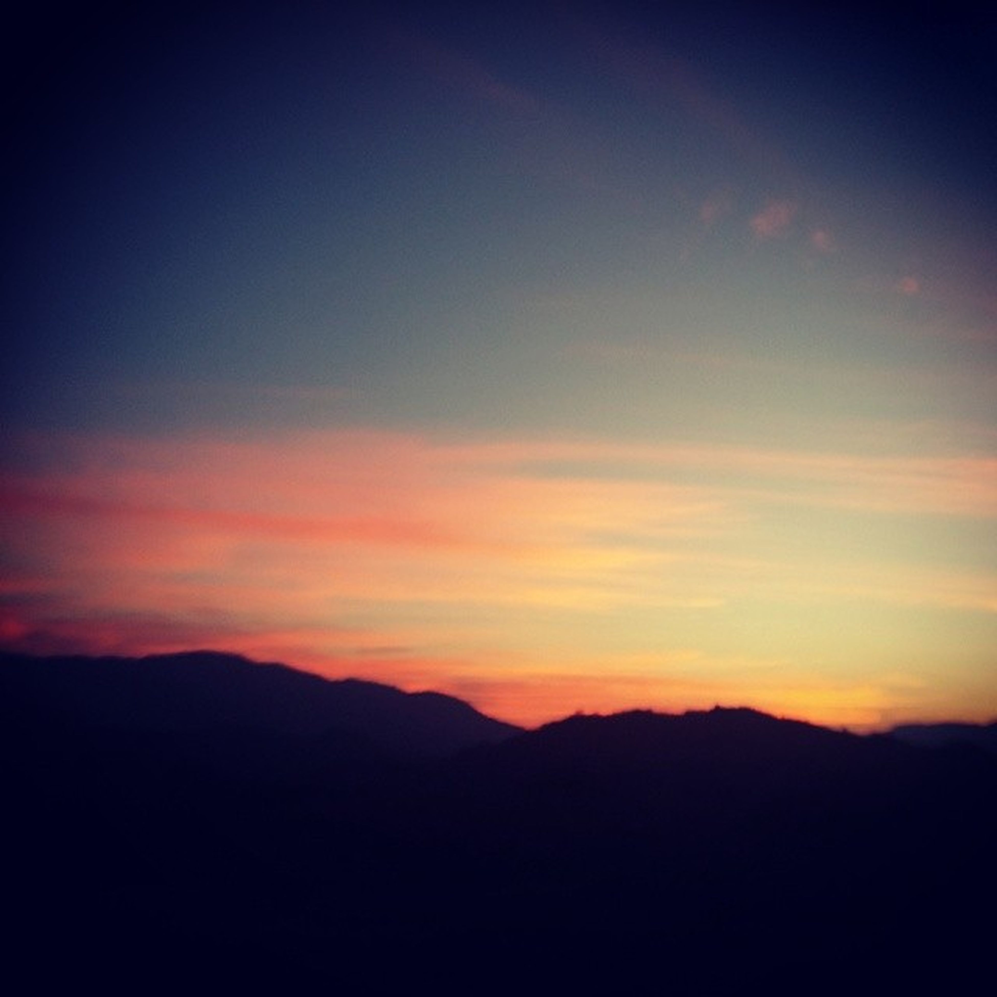 silhouette, sunset, scenics, tranquil scene, tranquility, beauty in nature, mountain, sky, mountain range, nature, idyllic, landscape, orange color, dusk, majestic, copy space, dark, cloud - sky, cloud, non-urban scene