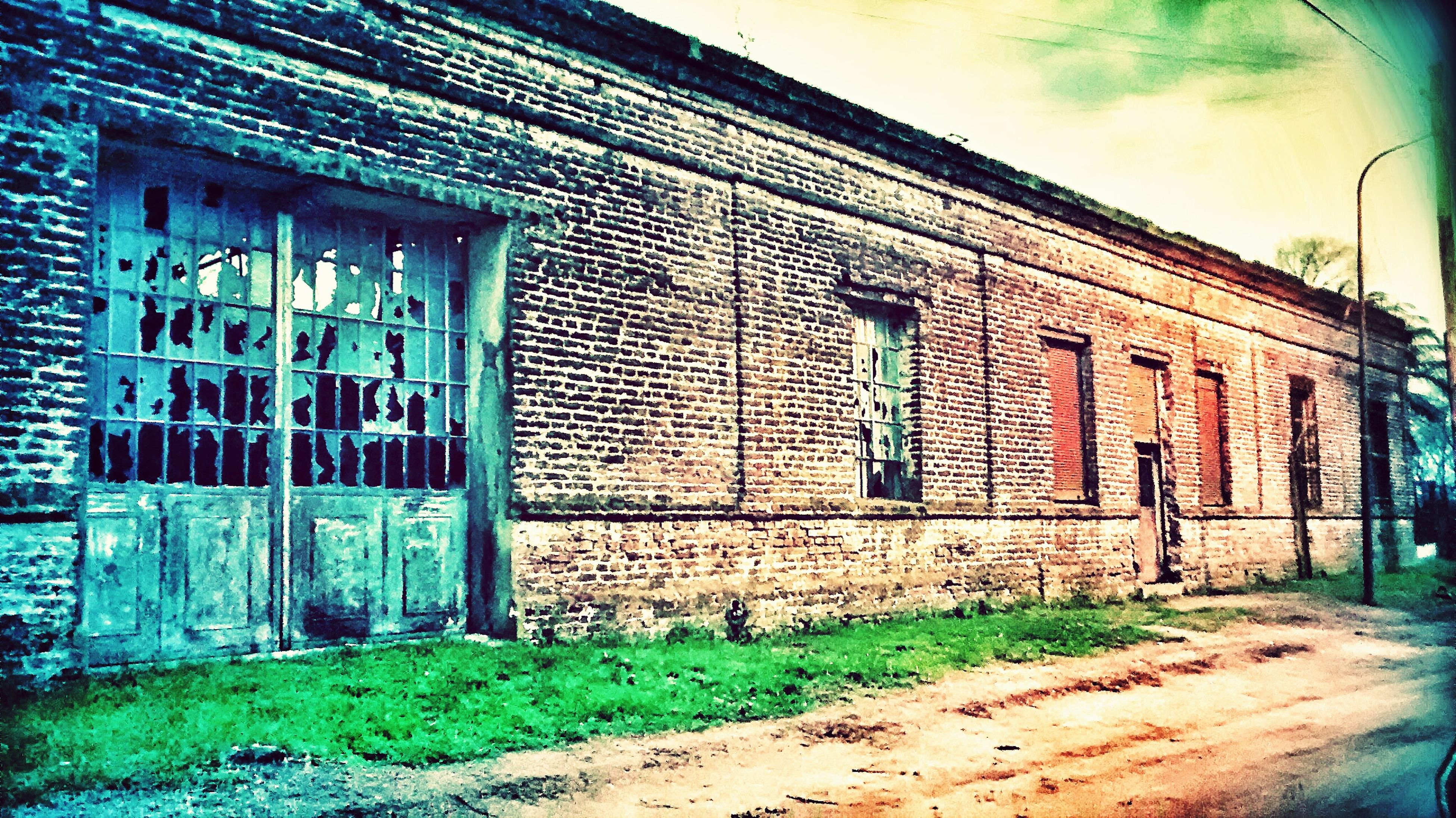 architecture, building exterior, built structure, window, house, door, old, residential structure, brick wall, closed, sky, abandoned, day, outdoors, wall - building feature, residential building, weathered, facade, no people, building